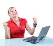Succes! Aantrekkelijke Onderneemster met Laptop Stock Afbeelding