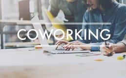 Succes del gruppo, mondo coworking I giovani direttori aziendali della foto lavorano il sottotetto moderno del nuovo progetto sta Immagini Stock Libere da Diritti