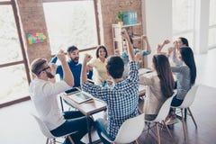 Succes en het concept van het teamwerk Team van partners met Ra stock fotografie