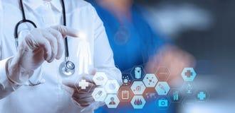 Succes het slimme medische arts werken Royalty-vrije Stock Foto's