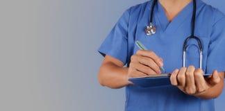 Succes het slimme medische arts werken stock afbeeldingen