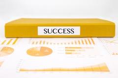 Succesconcept met analysedocumenten, grafieken, grafieken en bedrijfsrapport Stock Afbeelding