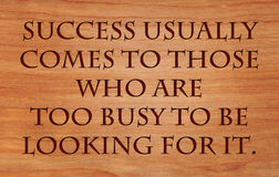 Success usually comes to those who are too busy. To be looking for it - quote by Henry David Thoreau on wooden red oak background Royalty Free Stock Photos