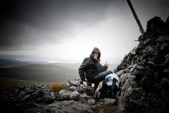 Successed per arrampicare la montagna Immagini Stock Libere da Diritti