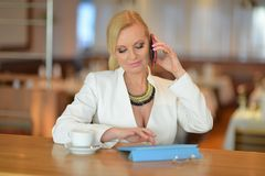 Successful and atractive middle aged woman chatting on the phone Royalty Free Stock Images