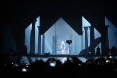 Successo - fase di concerto e folla, riflettori, macchine fotografiche mobili Immagine Stock Libera da Diritti