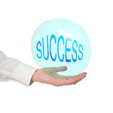 Successo fragile, concetto di vita, metafora La mano dell'uomo con la bolla Immagine Stock