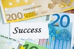 Successo sul concetto di finanze con le euro note Fotografie Stock Libere da Diritti