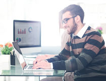Successul business man working in an modern sunny office. Analyz Royalty Free Stock Photography