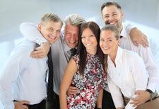 Succesvol commercieel team dat samen lacht Stock Foto