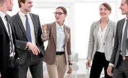 Succesvol commercieel team in het bureau stock afbeeldingen