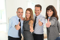 Succesvol commercieel team met omhoog duimen royalty-vrije stock afbeelding