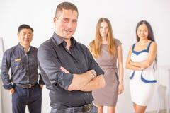 Succesvol jong bedrijfsmens en commercieel team bij witte achtergrond Royalty-vrije Stock Foto's