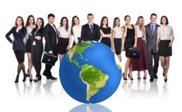 Succesvol zakenlui naast grote aardebal Stock Afbeelding