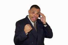 Succesvolle Afrikaans-Amerikaanse mens die zijn vuist opheft Stock Foto