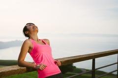 Succesvolle Aziatische sportieve vrouw Stock Foto's