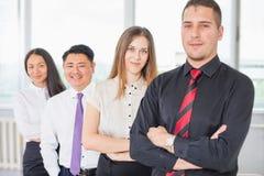 Succesvolle bedrijfsmensen of businessteam bij witte achtergrond Royalty-vrije Stock Foto's
