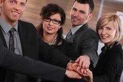 Succesvolle businesspeople toetredende handen Royalty-vrije Stock Fotografie