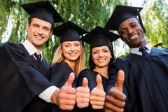 Succesvolle gediplomeerden Royalty-vrije Stock Afbeeldingen
