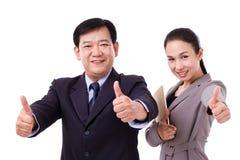 Succesvolle, gelukkige, zekere bedrijfsmensen die duim opgeven ges Stock Afbeelding