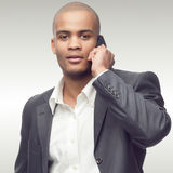 Succesvolle jonge Afrikaanse zakenman Stock Foto