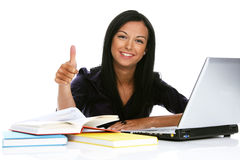 Succesvolle jonge vrouw met laptop Stock Afbeelding