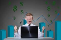 Succesvolle mens die de markt spelen stock foto's