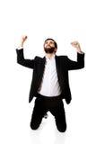 Succesvolle opgewekte zakenman die vuisten maken stock foto's