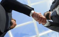 Succesvolle overeenkomst na grote vergadering Stock Foto