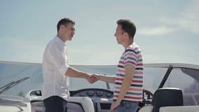 Succesvolle overeenkomst van het kopen van jacht stock footage