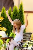 Succesvolle vrouw met laptop Royalty-vrije Stock Afbeeldingen