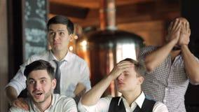 Succesvolle zakenliedenvrienden die pret hebben samen stock footage
