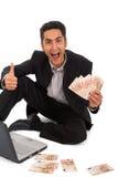 Succesvolle zakenman die aan laptop en euro werkt Stock Foto's