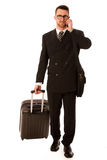 Succesvolle zakenman in formeel kostuum en aktentas die op bus gaan royalty-vrije stock afbeeldingen
