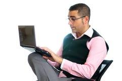 Succesvolle zakenman met laptop Royalty-vrije Stock Afbeeldingen