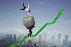 Succesvolle zakenman met zijn partner op omhoog een pijl vector illustratie