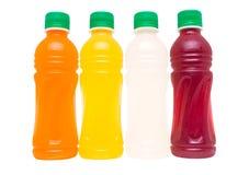Succhi di frutta in bottiglia raffreddati fotografia stock
