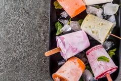 Succhi e ghiaccioli del frullato immagini stock