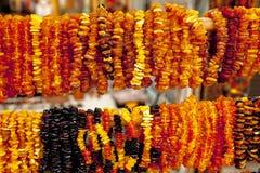 Succinite Collar ambarino Ámbar de diversos colores y tamaños Imagenes de archivo