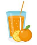 Succo d'arancia, aranciata, in un vetro Fresco isolato su fondo bianco Fotografia Stock Libera da Diritti