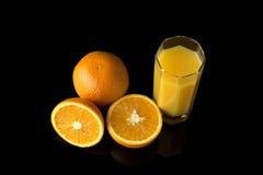 Succo d'arancia con le arance fresche Immagine Stock