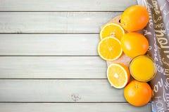 Succo d'arancia con le fette arancio Fotografia Stock