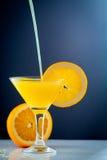 Succo d'arancia e fette di frutta arancio Fotografia Stock Libera da Diritti