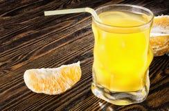Succo d'arancia e gli agrumi succosi e saporiti Fotografia Stock Libera da Diritti
