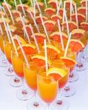 Succo d'arancia in una fine della flauto su Fotografia Stock