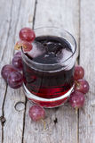 Succo d'uva rosso raffreddato Fotografie Stock Libere da Diritti