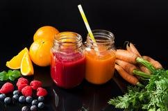 Succo dalla frutta e dalle verdure fresche Fotografia Stock Libera da Diritti