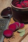 Succo dalle bietole rosse fotografia stock
