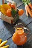 Succo dei mandarini, del mango e di carota Immagine Stock