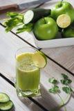 Succo del cetriolo e di mela Immagine Stock Libera da Diritti